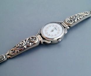 Где выбрать женские серебряные часы?