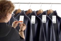 Где значки по уходу за одеждой под заказ предлагаются на выгодных условиях?